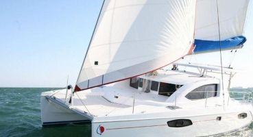 Catamaran LEOPARD 38, Хулхумале
